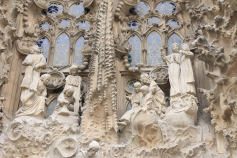 Sagrada_Familia_nativity_facade_detail2